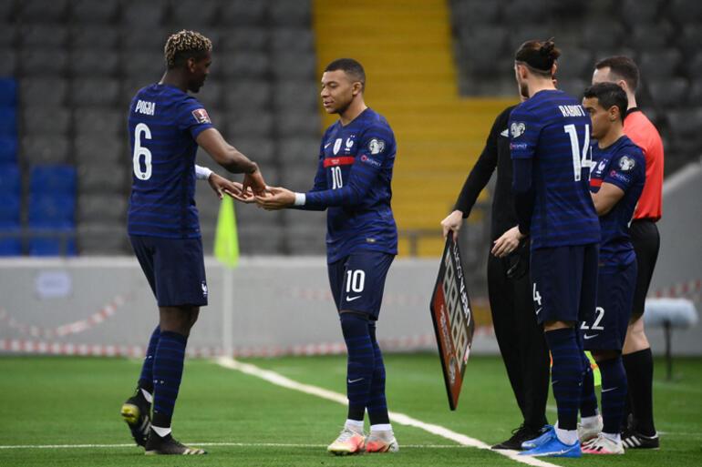 Fransanın kazandığı maçta Martialden Mbappeye şok hareket